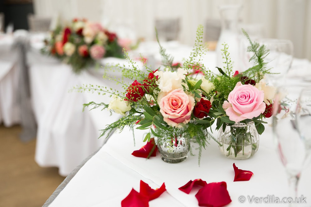 wedding red table flowers